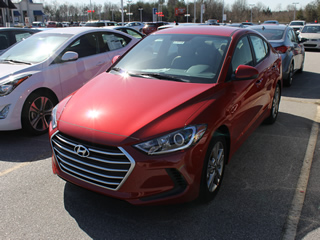 2017 HYUNDAI ELANTRA SE front Veiw in Greenville, Greer, Spartanburg, Anderson, Easley, Simpsonville, Greenwood, Newberry SC and Asheville NC. Selling New Hyundai Cars and Used Cars and Trucks